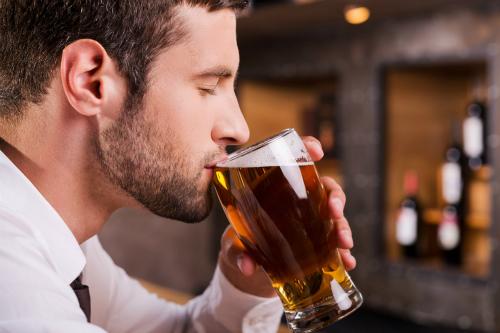 Đàn ông nghiện bia dễ bị to ngực