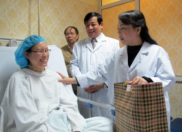 Tết trong viện của nữ bác sĩ từ chối điều trị ung thư để sinh thêm con