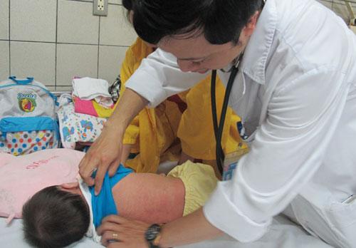 Nhiều bé bệnh sởi phải nhập viện