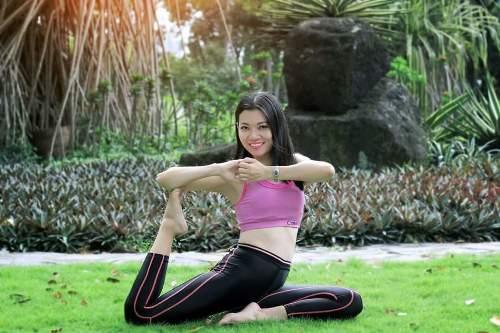 Bà mẹ hai con còn tập yoga sở hữu vóc dáng săn chắc, khỏe khoắn. Ảnh: C.K