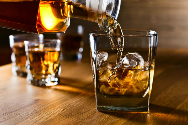 Bia rượu là nguyên nhân hàng đầu gây viêm tuỵ cấp. Ảnh: andersfogh