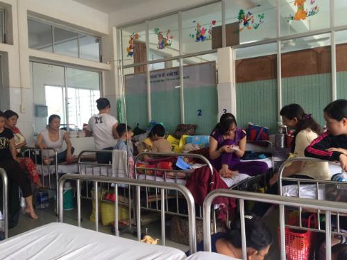 Lượng trẻ đến khám, nhập viện tại các bệnh viện tăng cao vào mùa hè. Ảnh minh họa: Lê Phương.