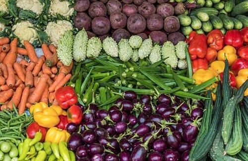 Thực đơn giàu carbohydrate từ các nguồn trái cây, rau củ tươi, ngũ cốc nguyên hạt thiết thực hơn mà vẫn mang lại hiệu quả tương đương kiêng khem khắc nghiệt carbohydrate. Ảnh: Westerndailypress