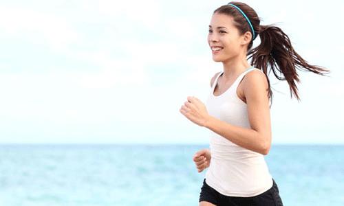 Tập thể dục ngoài trời chỉ cần thoa kem chống nắng là đủ