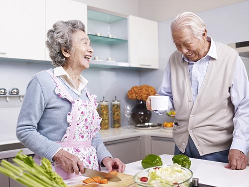 Chế độ ăn khoa học giúp đường tiêu hóa của người già tốt hơn