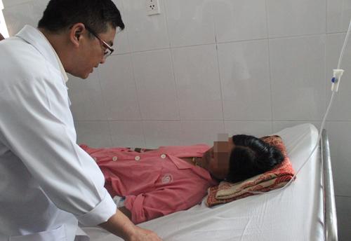 Thai phụ bị rắn lục đuôi đỏ cắn xuất huyết không đông