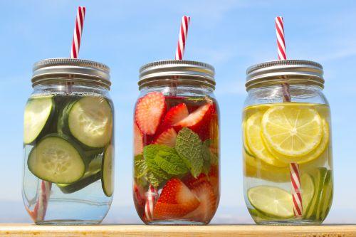 detox spa water strawberry min 5593 7885 1439811473 Tự làm 3 thức uống detox thải độc cơ thể nhahanghanoi.vn