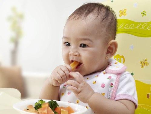 huong dan cha me cho tre an da 2509 7726 1439783504 Chế độ ăn chóng lớn cho trẻ 7 9 tháng tuổi nhahanghanoi.vn