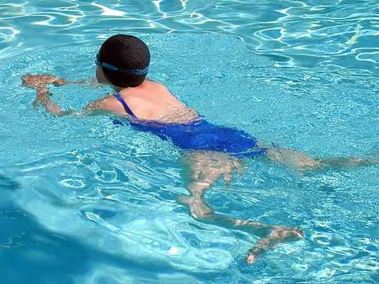03-1435927254-swimming-1436774-4217-6662