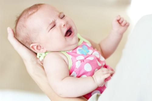 Khóc dạ đề (Colic) là chứng khóc đêm phổ biến ở trẻ sơ sinh dưới 3 tháng tuổi.Ảnh: Scarymommy.