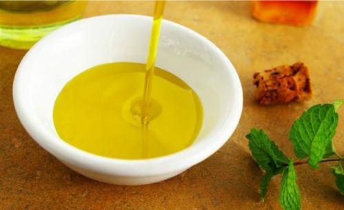oilive oil640 istock 4900 1440996403 Ăn dầu ô liu tốt cho tim mạch nhahanghanoi.vn