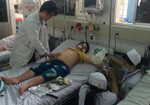 Trẻ đang điều trị sốt xuất huyết tại Bệnh viện Nhi đồng 1. Ảnh: Lê Phương