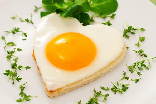 heart-shaped-egg-pastry-breakf-7224-9871