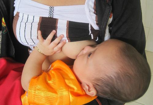 Trẻ dễ rối loạn tiêu hóa trong những năm đầu đời. Ảnh: Lê Phương.