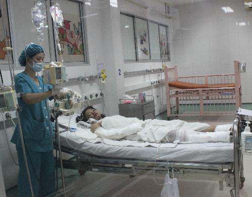 Bệnh nhi trong thời gian điều trị tại bệnh viện Nhi đồng. Ảnh: Lê Phương.