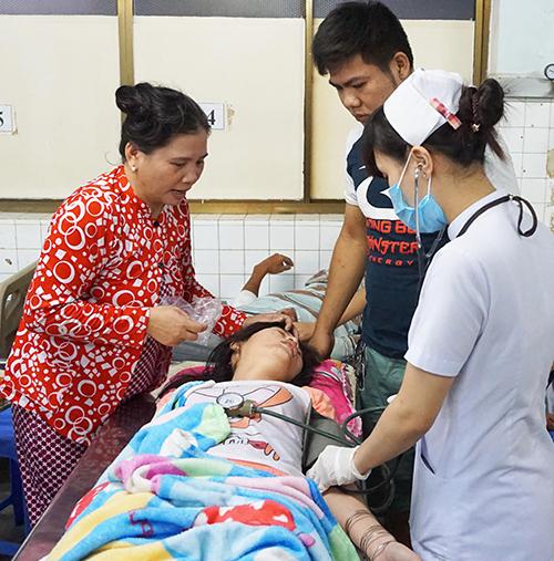benh-vien-binh-duong-ket-cung-boi-hang-nghin-cong-nhan-bi-ngo-doc-2