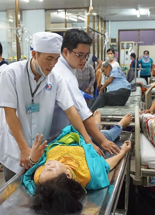 benh-vien-binh-duong-ket-cung-boi-hang-nghin-cong-nhan-bi-ngo-doc-1