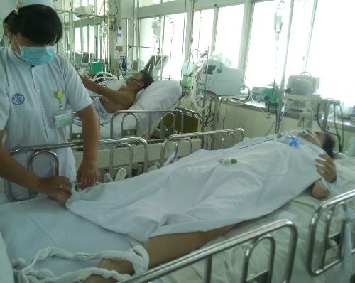 Nữ bệnh nhân sinh năm 1986 đang được điều trị tại Khoa Hồi sức tích cực. Ảnh: N.N