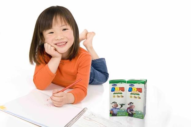 Trẻ em cần được trau dồi trí nhớ để tăng năng lực học hỏi. Ảnh: Vinamilk.
