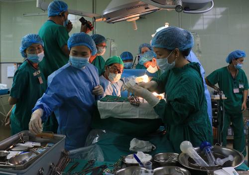 Ca mổ ghép gan được thực hiện tại Bệnh viện Chợ Rẫy. Ảnh: C.R