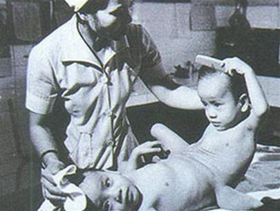 Việt và Đức tại BV Từ Dũ (TP HCM) tháng 4/1984.