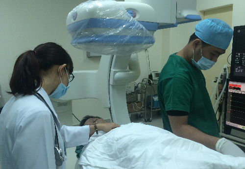 Bệnh nhân được can thiệp nội mạch tại Bệnh viện Nhân dân 115. Ảnh: Lê Phương.