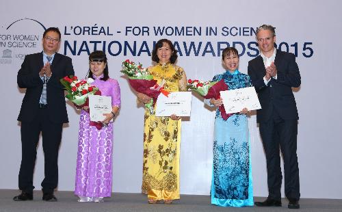 Bác sĩ Thục Lan là một trong 3 nữ nhà khoa nữ Việt Nam vừa được trao giải thưởng LOréal - UNESCO tại Hà Nội. Ảnh: N.P