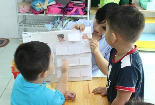 Trẻ tự kỷ cần được điều trị bằng can thiệp hành vi, giáo dục đặc biệt. Ảnh: Lê Phương.