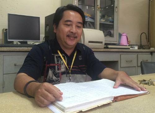 Gắn bó với Bộ môn Giải phẫu học 34 năm qua, ông Nguyễn Đức Ninh chứng kiến nhiều câu chuyện cảm động của những người đến đăng ký hiến xác. Ảnh: Lê Phương.