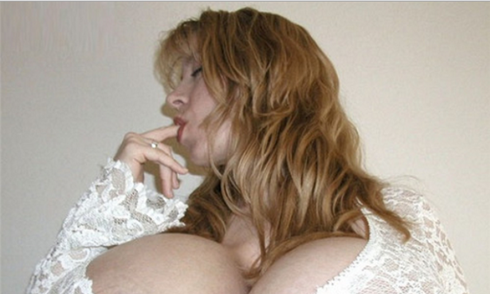 Người phụ nữ ngực to nhất thế giới