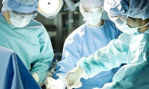 Bác sĩ để quên gạc trong vết thương của bệnh nhân