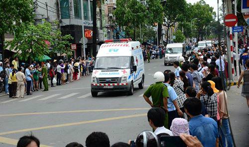 Xe cấp cứu cùng đoàn Tổng thống Obama trên đường phố. Ảnh: T.D