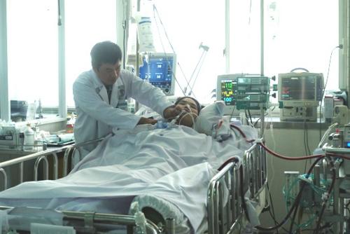 Hiện bệnh nhân đã qua giai đoạn nguy kịch. Ảnh: Lê Phương.