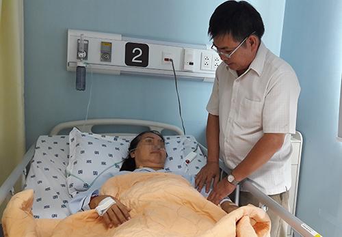 Nữ bác sĩ 45 năm sống với mảnh bom găm trong tim
