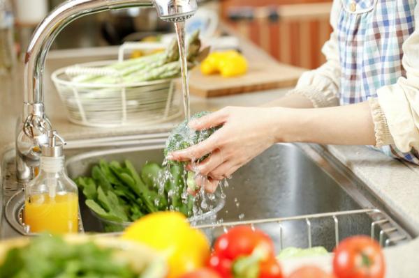 Thực phẩm nên được sơ chế và nấu nướng hợp vệ sinh.