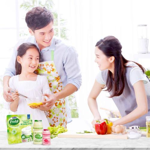 Sữa chua Vinamilk Probi, chai nhỏ 65ml chứa tới 13 tỷ lợi khuẩn, nhiều hơn các loại sữa chua thông thường. Loại sữa chua này còn bổ sung chủng men vi sinh sống Probiotics L.Casei 431, được Viện Dinh dưỡng Quốc gia Việt Nam công nhận hỗ trợ miễn dịch đường ruột, tăng sức đề kháng cơ thể.