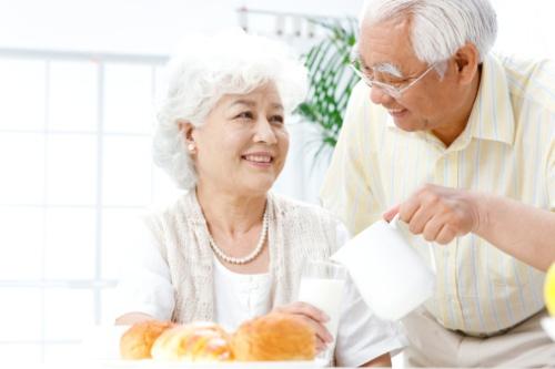 Chọn sữa theo nhu cầu người cao tuổi