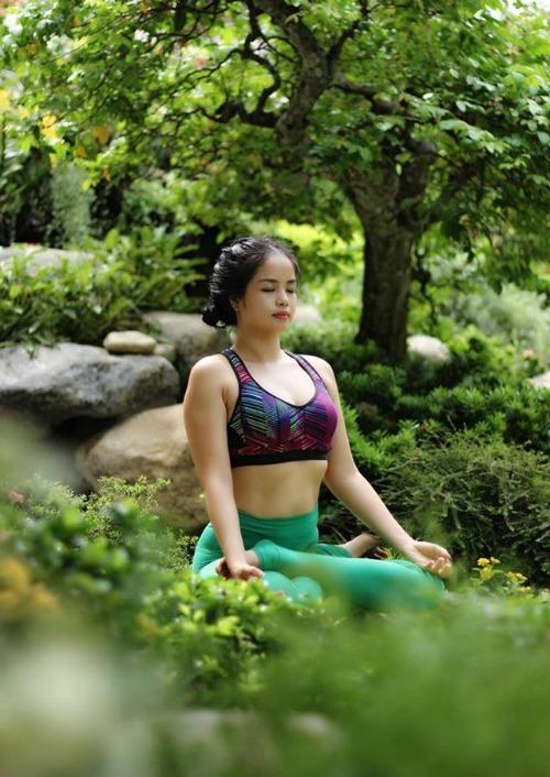 Bà mẹ 35 tuổi trẻ đẹp như thiếu nữ nhờ tập yoga