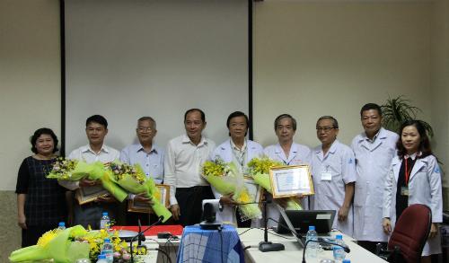 Sở Y tế TP HCM khen thưởng Bệnh viện Thống Nhất, Nhi đồng 1 đã phối hợp cứu sống bệnh nhân. Ảnh: T.P