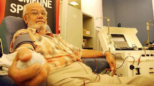 Người đàn ông máu hiếm cứu sống hàng triệu trẻ nhỏ