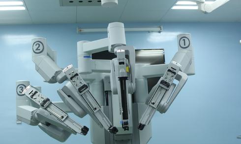 robot-lan-dau-cat-u-ung-thu-tuyen-tien-liet-cho-nguoi-dan-ong