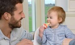 Muốn con thông minh cao lớn nên tập cho ăn uống đúng cách khi còn bé