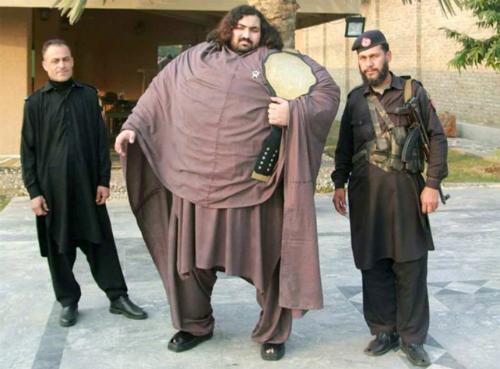 Chế độ ăn 10.000 calo của chàng trai khỏe nhất Pakistan - ảnh 1