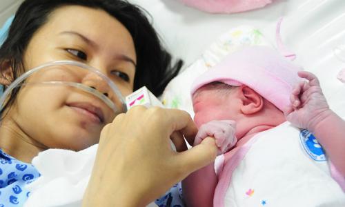 Một trẻ chào đời vào đầu năm 2017 tại Bệnh viện Từ Dũ. Ảnh: T.C