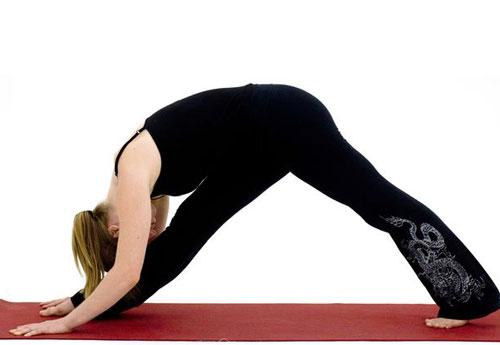 10-dong-tac-yoga-nen-lam-moi-ngay-4