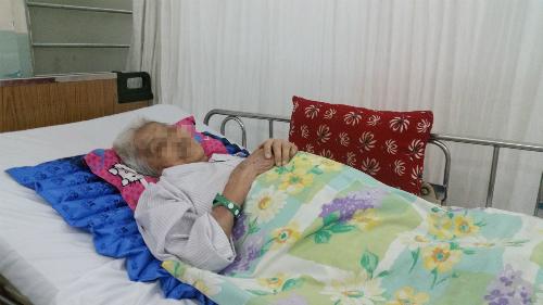 Cụ bà hồi phục sức khỏe sau phẫu thuật. Ảnh: T.N