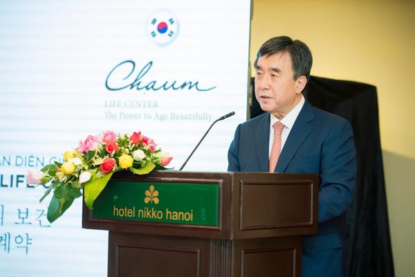Ông Rhie Dong Mo, CEO của Chaum Life Center đang phát biểu về việc hợp tác giữa 2 bên