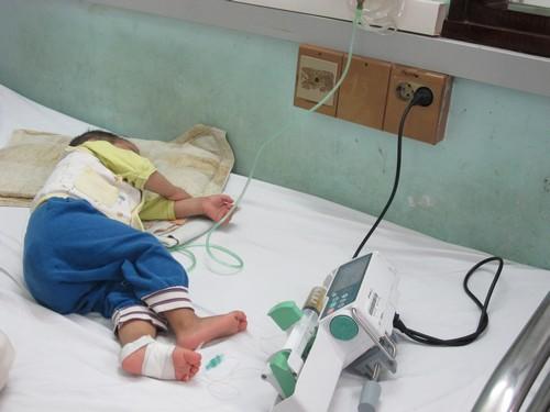 Nhiều em bé Hà Nội bị ho gà biến chứng nặng