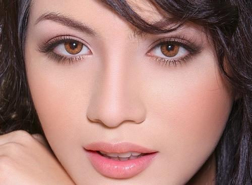 Mách bạn cách tẩy trang mắt đúng cách