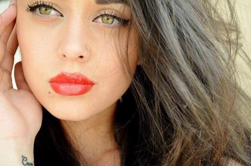 Mách bạn cách tẩy trang môi đúng cách